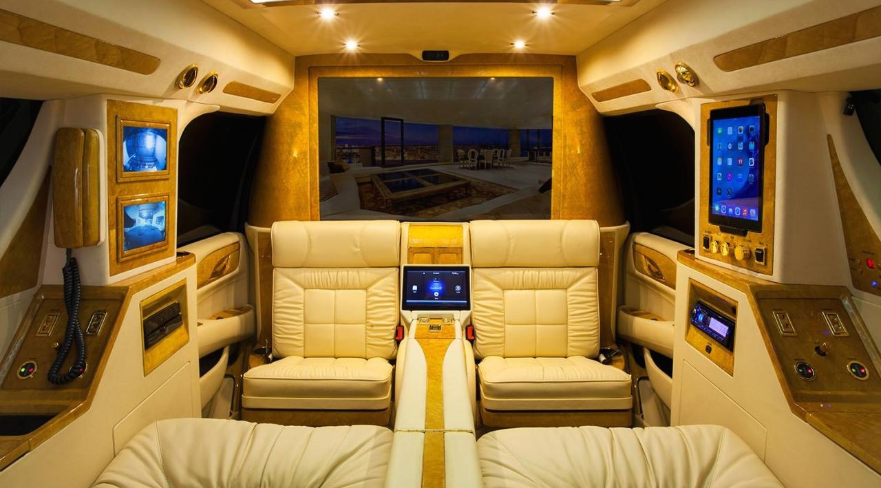 Lexani motorcars pr sente leur escalade concept one for Escalade interieur