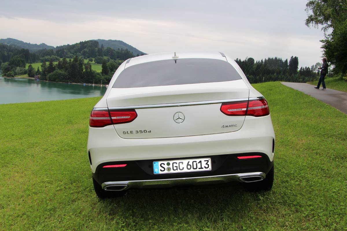 Premier contact mercedes benz gle et gle coup 2016 for Contact mercedes benz financial