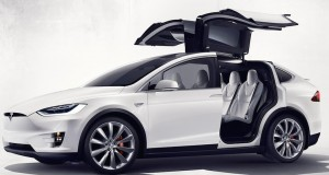 Le Tesla Model X 2016 se pointe finalement