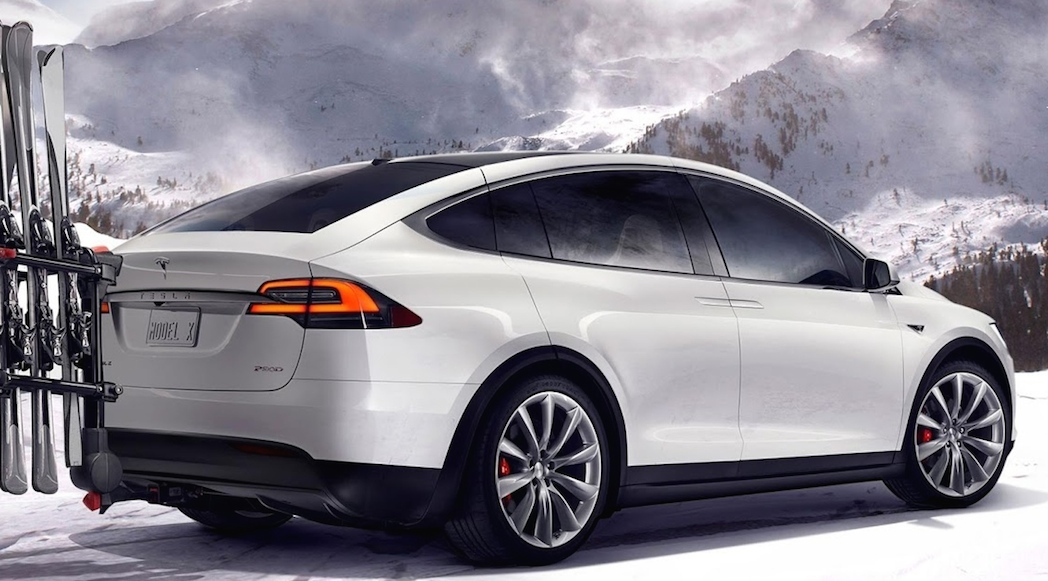 le tesla model x 2016 se pointe finalement luxury car magazine. Black Bedroom Furniture Sets. Home Design Ideas