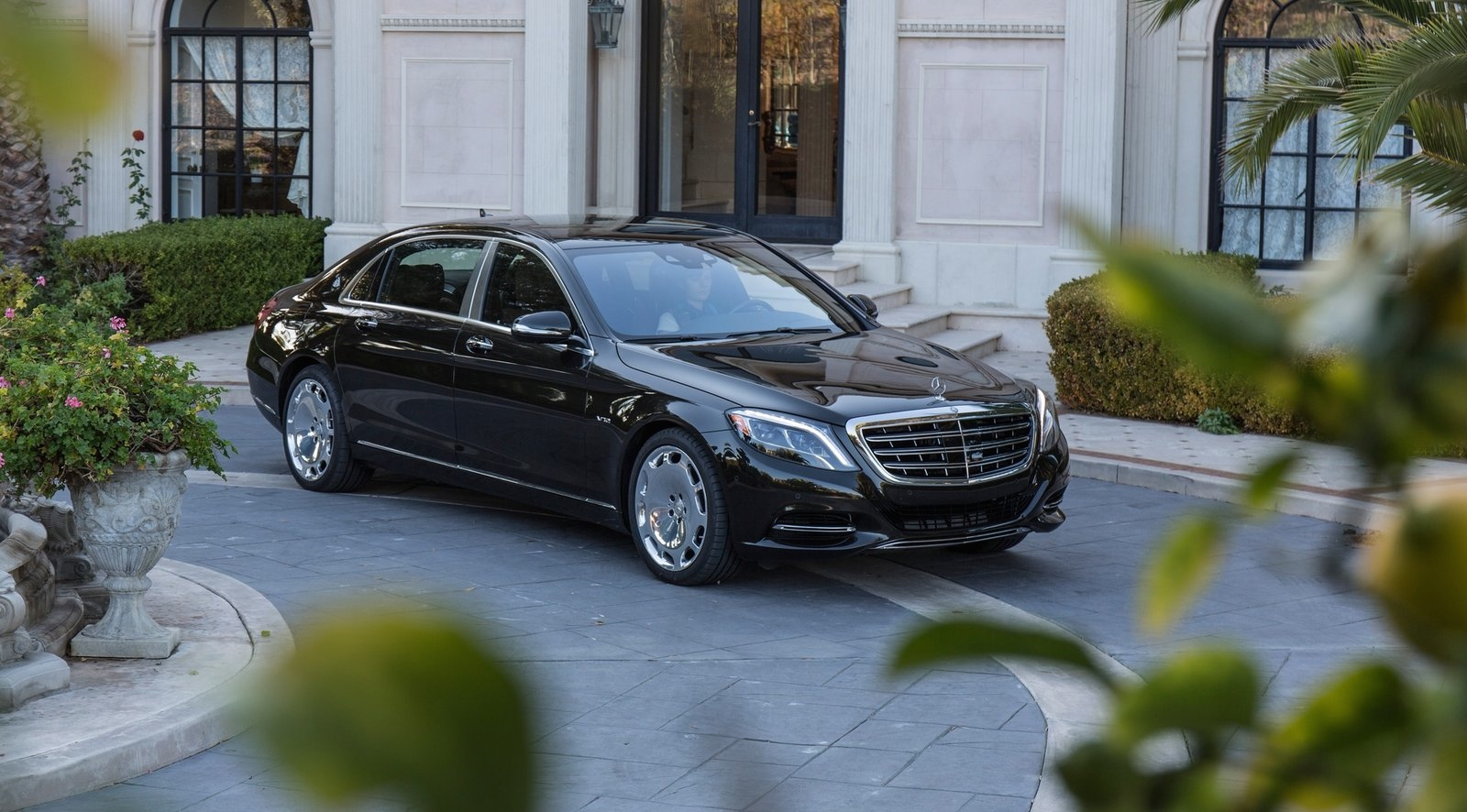 mercedes maybach s650 landaulet c est pour paris luxury car magazine. Black Bedroom Furniture Sets. Home Design Ideas