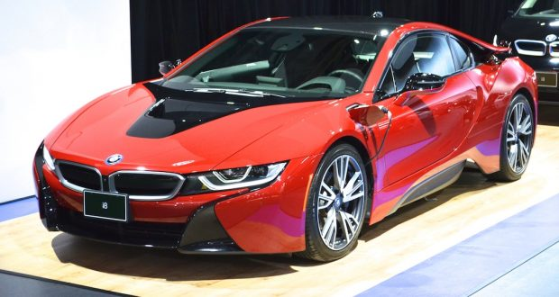 La BMW i8 «  Protonic Red» 2017 s'impose au Salon de Montréal