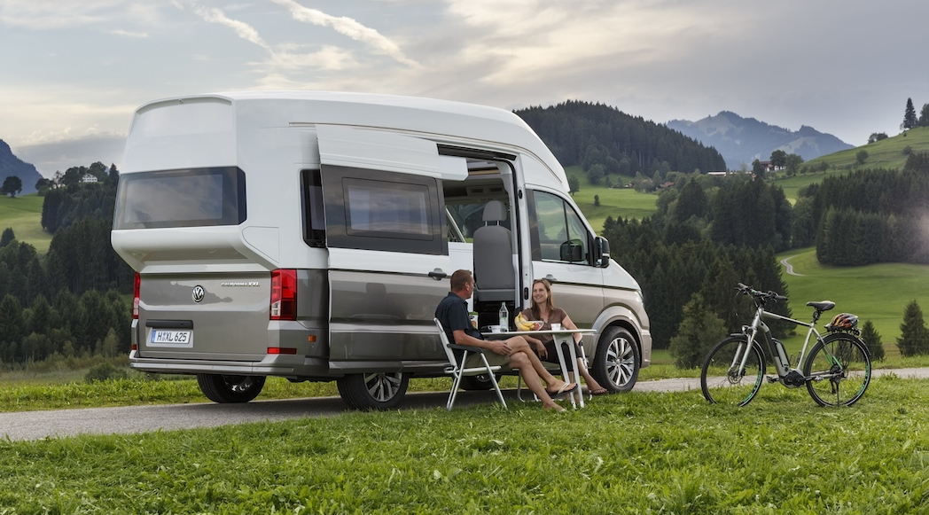 camping grand luxe avec le volkswagen california xxl concept 2017 luxury car magazine. Black Bedroom Furniture Sets. Home Design Ideas