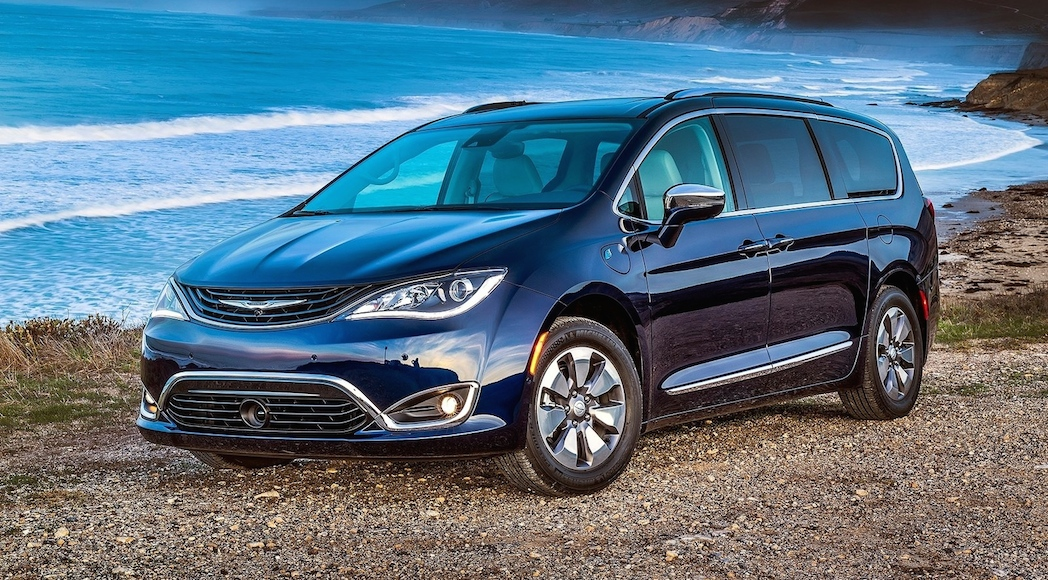 13-Chrysler-Pacifica-2017-1600-07