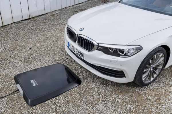 P90256391_lowRes_bmw-wireless-chargin - Copy