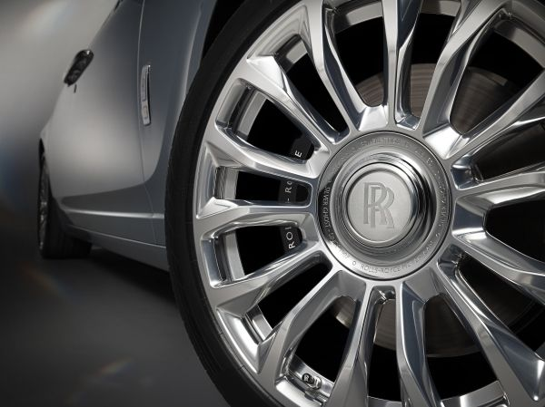 P90318053_lowRes_the-rolls-royce-silv