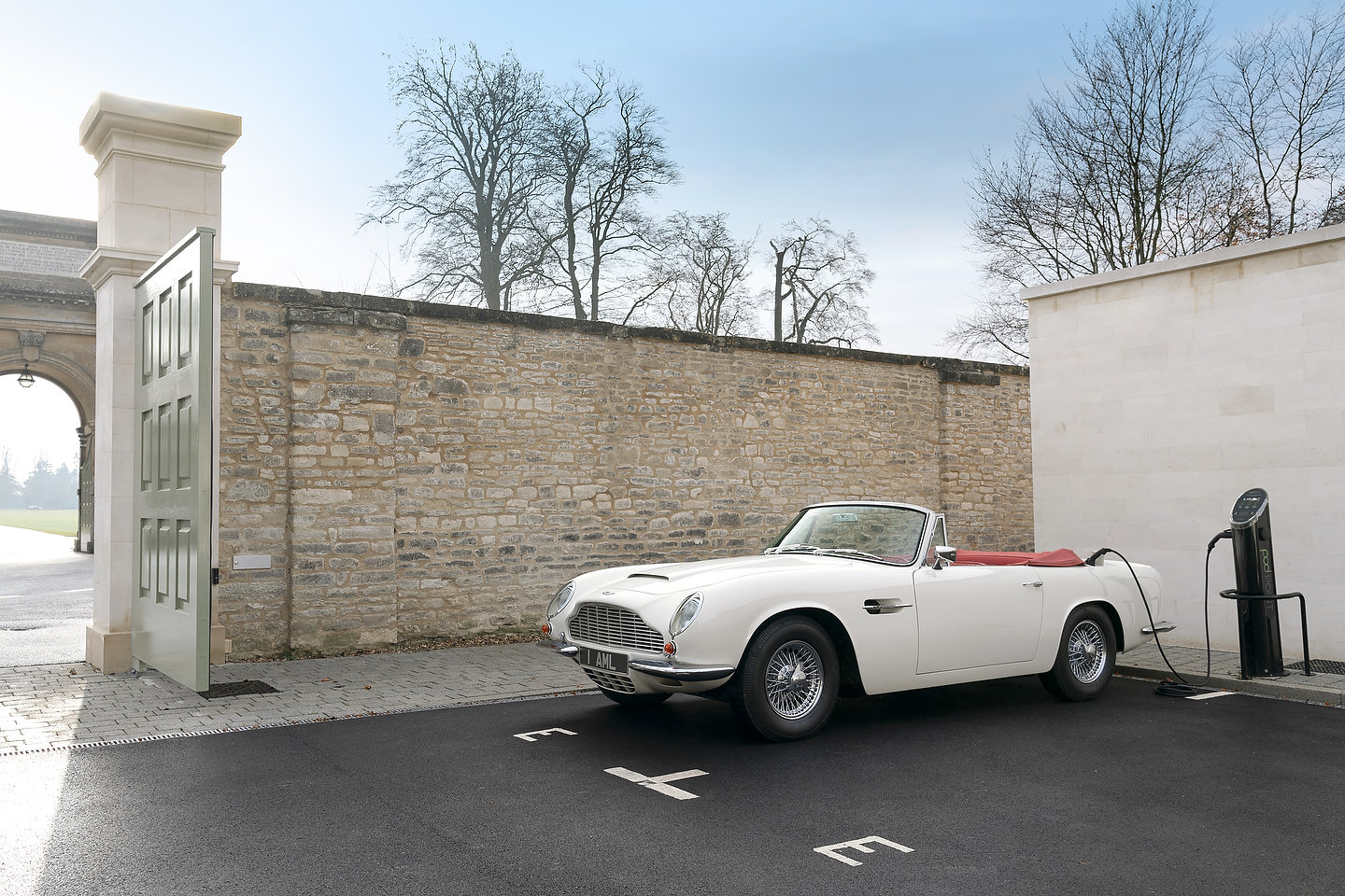1970 Aston Martin DB6 MkII Volante EV | Photo: Aston Martin