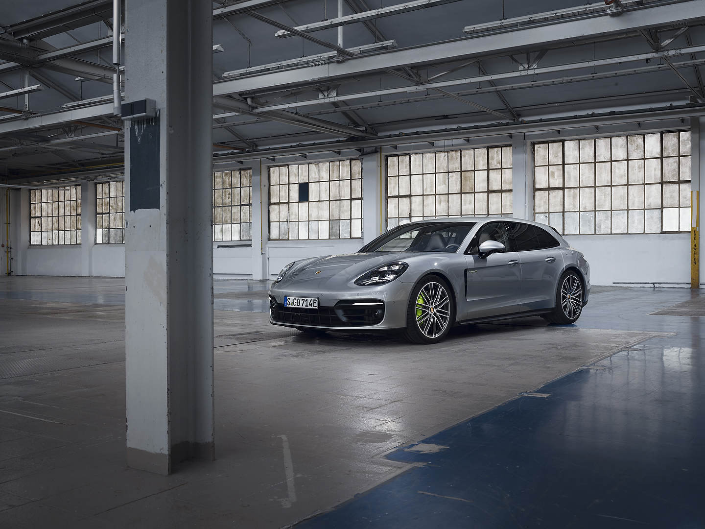 The new 2021 Porsche Panamera E-Hybrid models